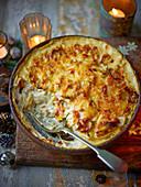 Knollensellerie-Lauch-Gratin mit Käse und Rosmarin