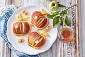 Äpfel in Blätterteig