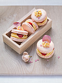 Macaroons with lemon cream