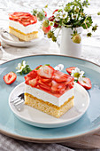Spring cake with strawberries and cream