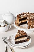 Schokoladentorte mit Kokos-Frischkäsecreme