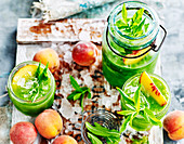 Detox peaches and green drink