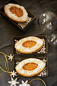 Barquettes with apricot jam