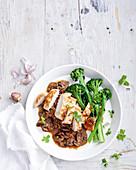 Hühnerbrust mit Pilzen und Broccolini