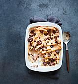 Veganer Dattel-Schokoladen-Brotpudding