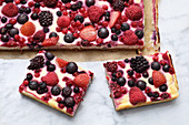 A berry cheesecake tray bake