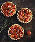 Tomato tartlets with goat's cream cheese