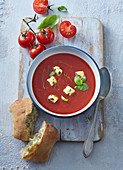Tomatensuppe mit Croutons