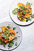 Salat aus Butternusskürbis mit Petersilie und Cashewkernen