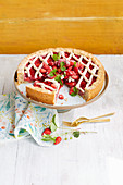 Linzer strawberry cake