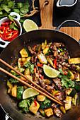 Würziges Rindfleisch mit Zucchini und rotem Paprika (Asien)