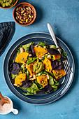 Veganer Blattsalat mit Kürbis und Pistazien