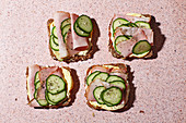 Ham and cucumber bread with almond-curry cream cheese