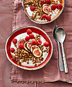 Turkish yoghurt with granola, figs and raspberries