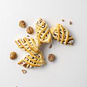 Blätterteig-Ministrudelgebäck mit Kastanien, Käse und Salsiccia