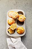 Apple muffins with icing sugar (sugar-free)