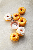 Iced choux pastry cakes (sugar-free)