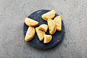 Vanilla and quark half-moon biscuits (sugar-free)
