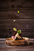 Caramel cheesecake with fig and green basil
