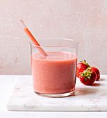 A strawberry and banana smoothie with lime