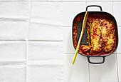 Auberginen-Lasagne mit Schinkenspeck und gefüllten Nudeln