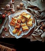 Pikantes vegetarisches Blätterteiggebäck