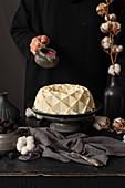 Cake decorating with glaze