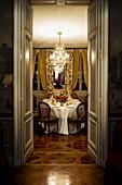 Festlich gedeckter Tisch, Chateau Cheval Blanc, Bordeaux, Frankreich