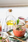 Sommer-Gazpacho im Glas