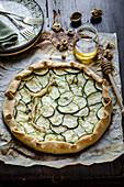 Zucchini-Gorgonzola-Tarte mit Honig