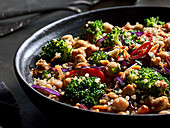 Chickpea salad with broccoli and chilli