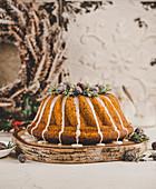 Weihnachtlicher Gugelhupf mit Cranberries
