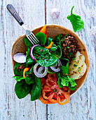Spinach salad with lentils, vegetables and Harz cheese