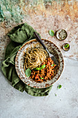 Spaghetti mit veganer Bolognesse