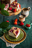 Yeast dough cake with strawberry