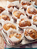 Apple muffins with almonds