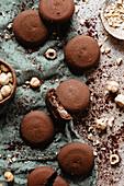 Schokoladenplätzchen mit Haselnüssen