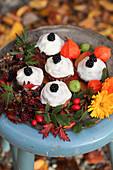 Apfel-Zimt-Cupcakes mit Herbstdekoration