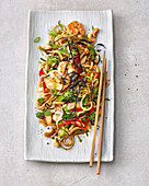 Fried rice noodles with prawns and vegetables