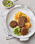 Vegane Linsen-Falafel mit Möhrenstampf und Avocado