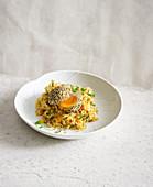Panierte Eier auf Sauerkrautsalat 'Kimchi'