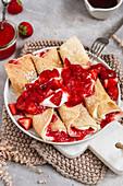 Strawberry crêpes with vegan vanilla cream cheese