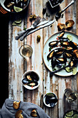 Miesmuscheln mit Oliven und Röstbrot