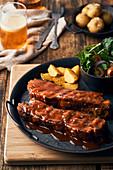 Schweinerippchen mit Barbequesauce und Potato Wedges