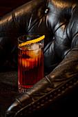 Negroni Cocktail mit Orangenscheibe