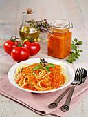 Eingemachte Tomatensauce zu Nudeln