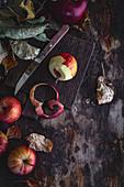 Äpfel schälen