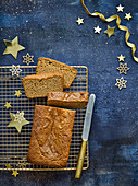Lebkuchen-Honig-Kuchen auf Abkühlgitter