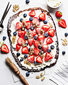 Simple chcolate tart with cream cheese and berries