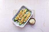 Gefüllte Zucchini mit Nordseekrabben und Parmesan